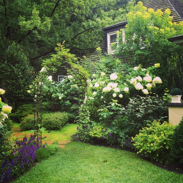 Beautiful private gardens in #pittsburgh  Lots of white and deep green.  It's raining but who cares!  #gwa14  @agrowingpassion